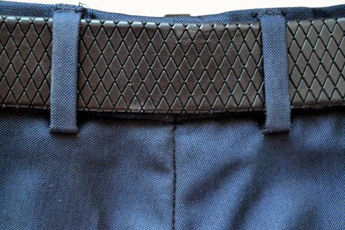 Расположение шлевки пояса мужских брюк